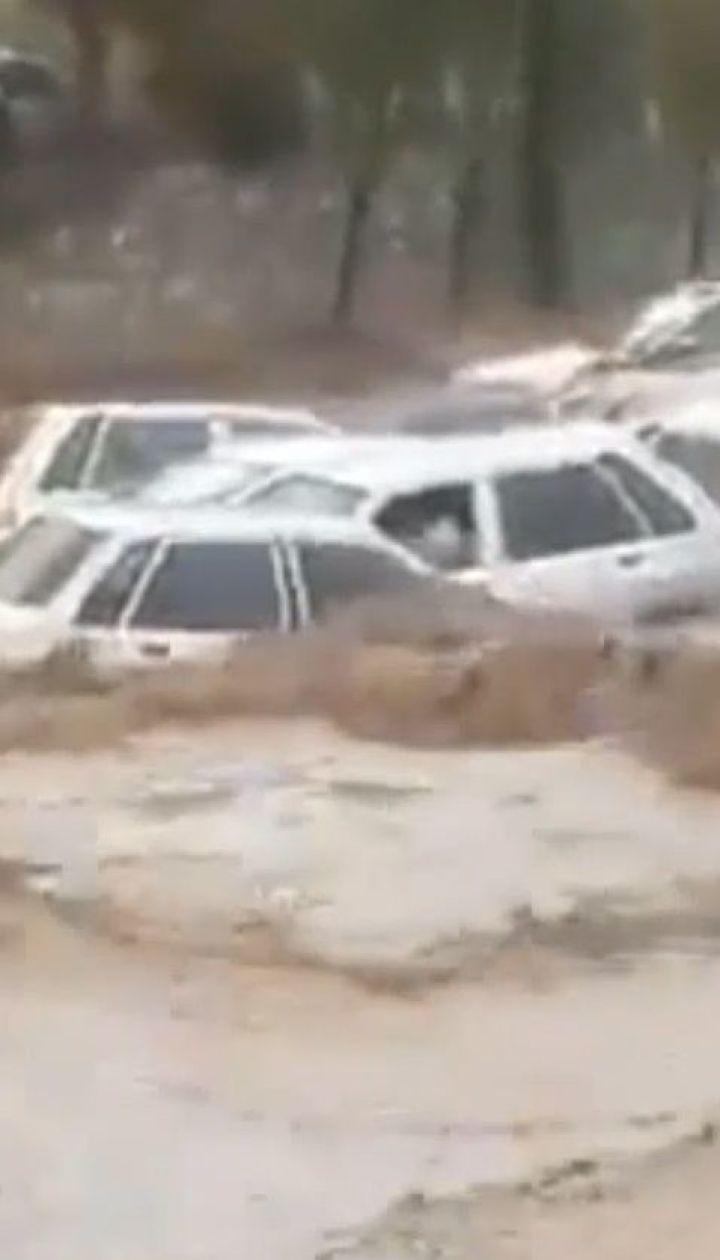 В іранському місті Шираз щонайменше 19 людей загинули від повені