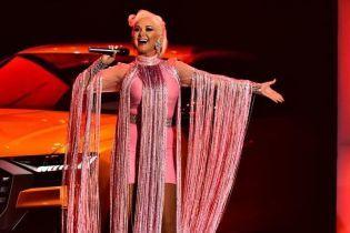 В розовом мини-платье и с ярким макияжем: кокетливый образ Екатерины Бужинской