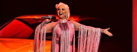 У рожевій міні-сукні і з яскравим макіяжем: кокетливий образ Катерини Бужинської
