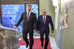 Порошенко обговорив із Назарбаєвим подальший розвиток двосторонніх відносин