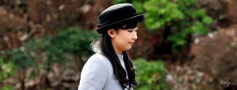 В голубом платье и шляпе: японская принцесса Како на кладбище