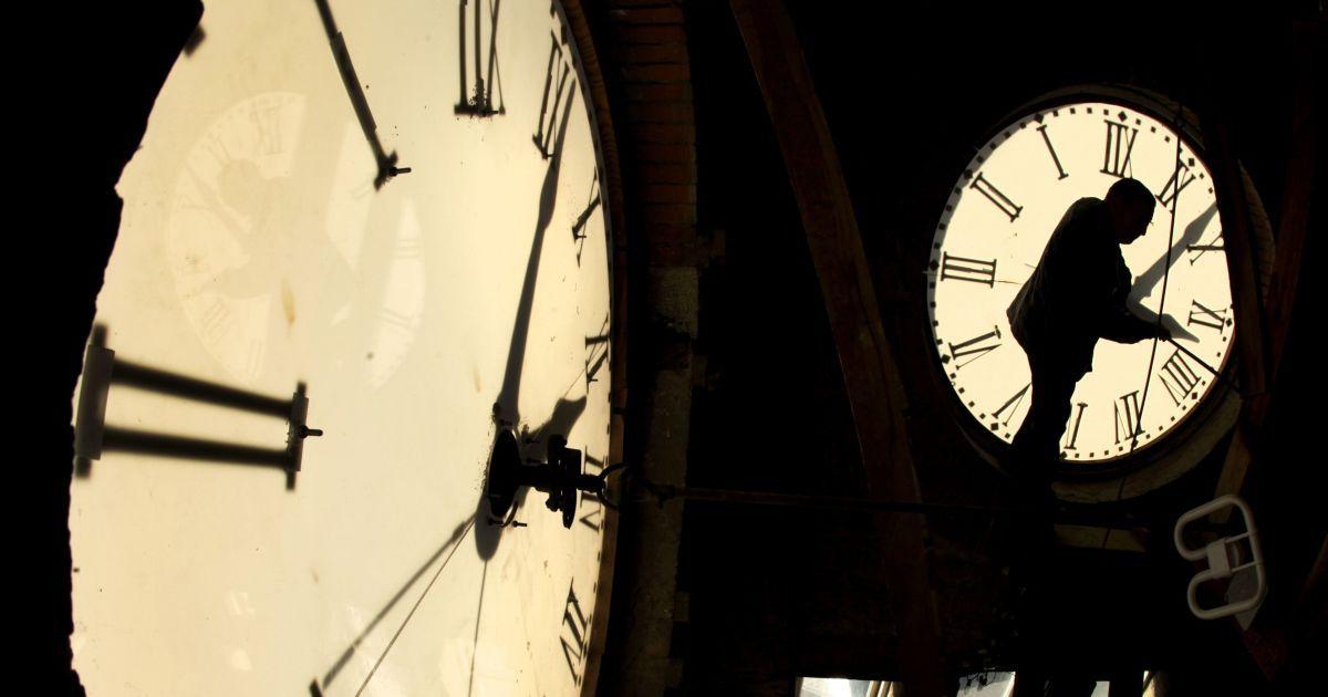Збільшення інфарктів, депресій, самогубств, медичних помилок: як переведення годинників впливає на людей