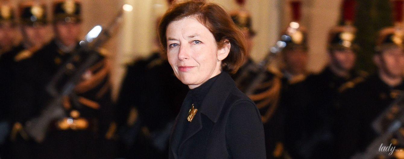Не такая, как всегда: министр обороны Франции в элегантном пальто сверкнула стройными ногами