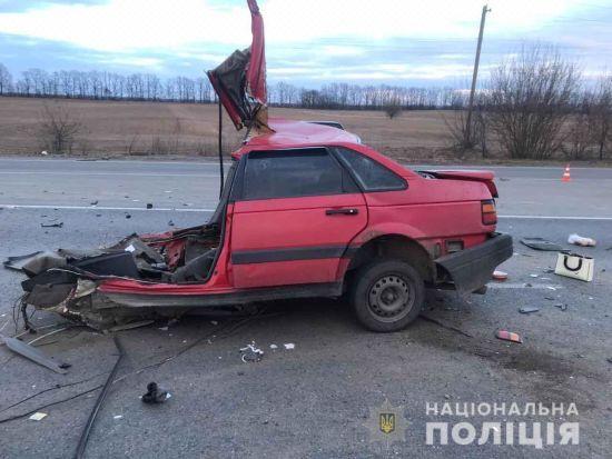 На трасі у Вінницькій області навпіл розірвало легковик, двоє загиблих