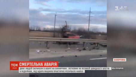 В Винницкой области легковушка влетела в отбойник, есть погибшие