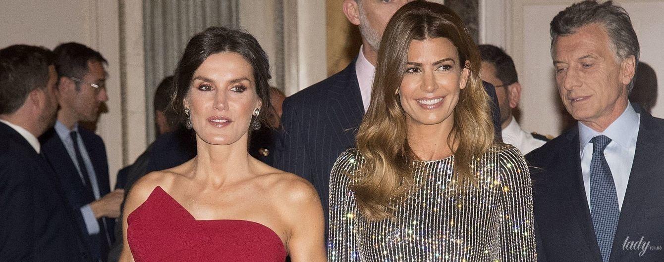 Красавицы в вечерних платьях: королева Летиция и первая леди Хулиана Авада на торжественном приеме