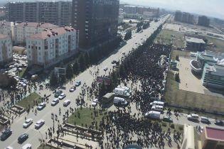 В Ингушетии вспыхнули протесты: митингующие пошли в кулачный бой с полицией