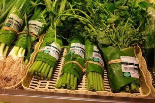 В Таиланде супермаркет пакует продукты в банановые листья вместо пакетов