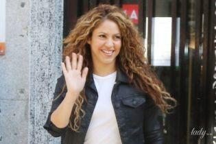 З новим кольором волосся: співачка Шакіра потрапила в об'єктиви папараці біля суду в Мадриді