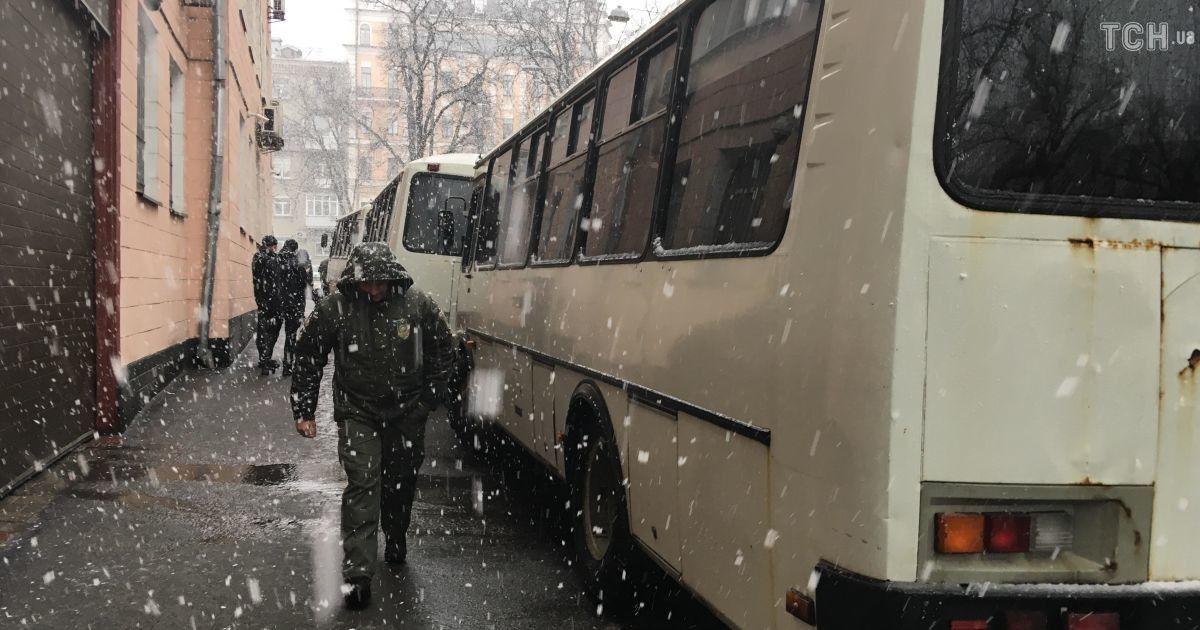 За акцией Нацкорпусу наблюдал усиленный наряд силовиков @ Фото Инны Боднар/ТСН