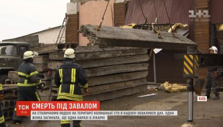 Бетонная плита упала с крыши на рабочих стройки в столице