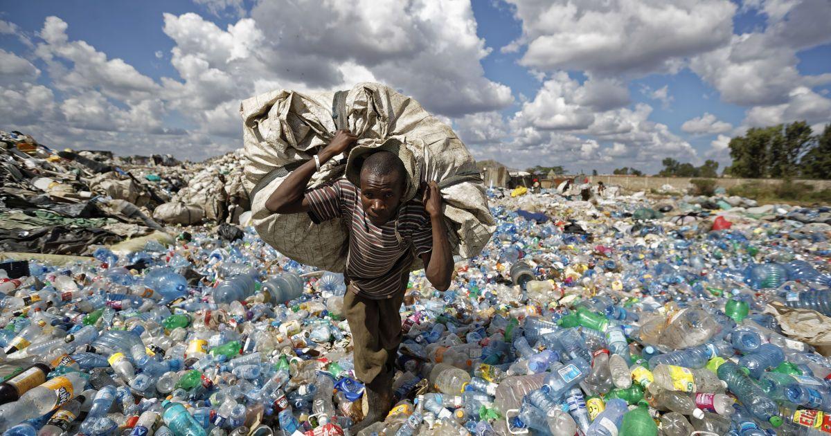 Європарламент заборонив одноразовий пластиковий посуд, рішення набуде чинності за три роки