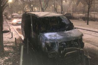 В Киеве сожгли авто доверенного лица кандидата-националиста Кошулинского