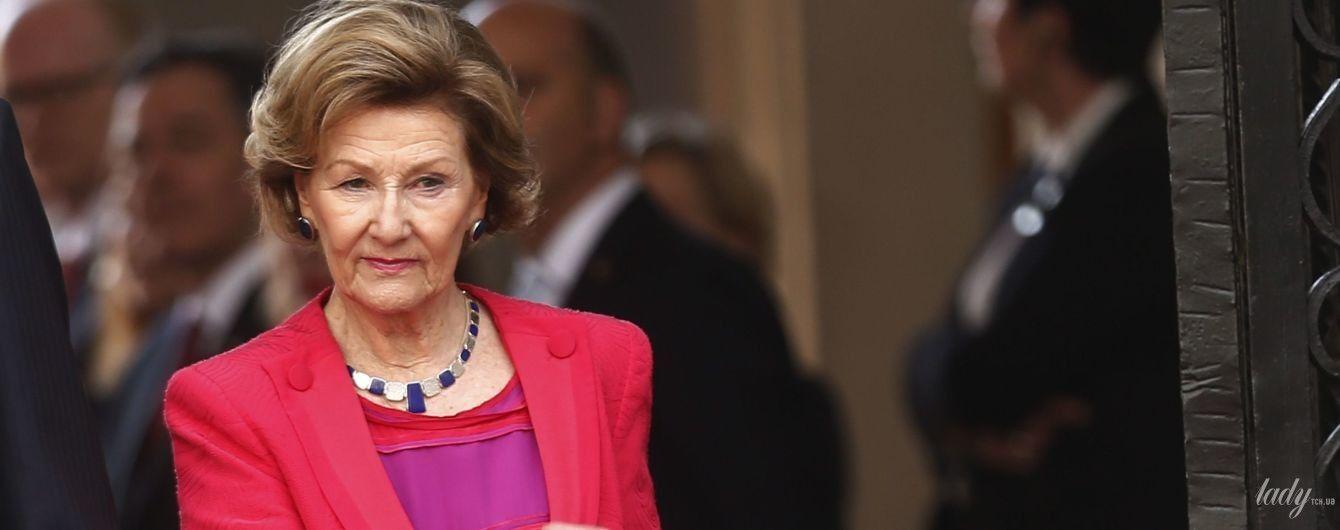 Яка яскрава: 81-річна королева Соня в червоній сукні на прийомі в палаці в Чилі