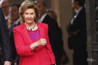 Какая яркая: 81-летняя королева Соня в красном платье на приеме во дворце в Чили