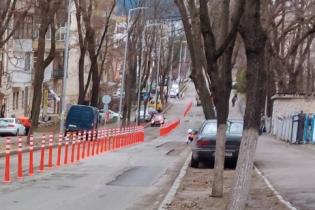 В Киеве вандалы уничтожили только установленные делиниаторы