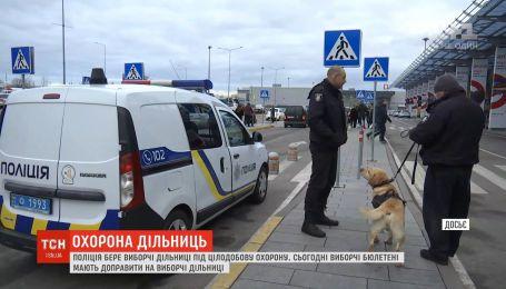 Поліція взяла під цілодобову охорону окружні виборчі дільниці