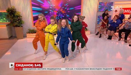"""Колектив DETKI та їх продюсер Яна Заєць про фільм """"Давай танцюй"""" та сингл """"Розсміши коміка. Діти"""""""