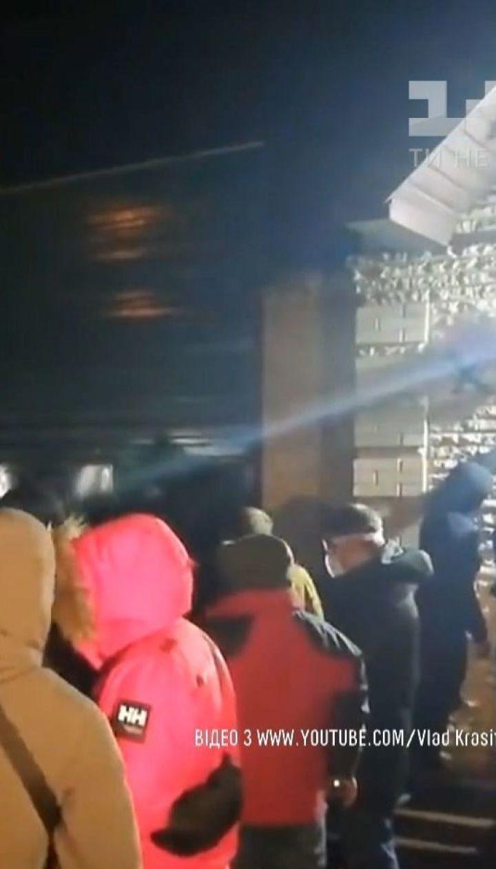 Представники Нацкорпусу висловили протест проти візиту Медведчука до Москви