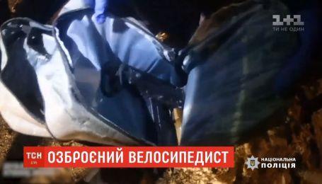 У Вінниці поліцейські затримали озброєного до зубів юнака