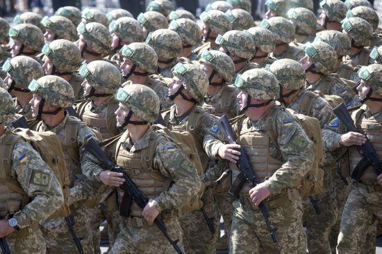 Зеленський прийняв командування Збройними силами України