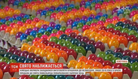 Подготовка к Пасхе: в Германии стали создавать пасхальные яйца