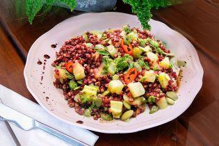 Салат с гречкой и солеными огурцами