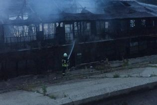 В Киеве сгорела двухэтажная баржа площадью 60 квадратных метров