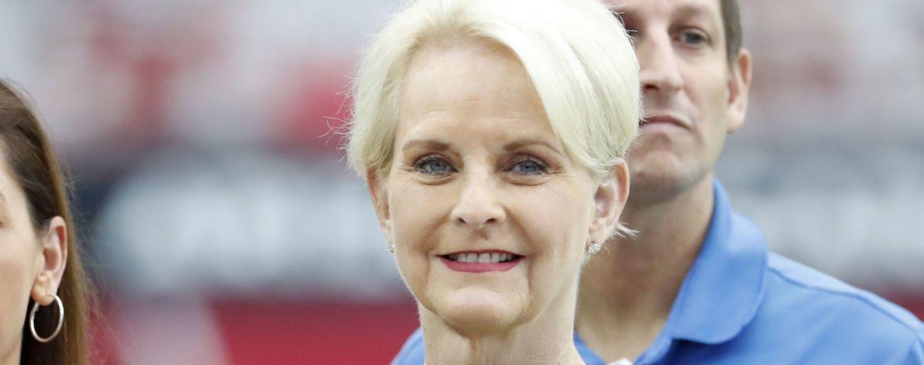 Жена Маккейна будет наблюдателем на выборах президента Украины