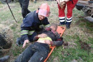 Небезпечні забави: на Вінниччині на закинутій фермі 13-річного хлопця затисло у маховому колесі