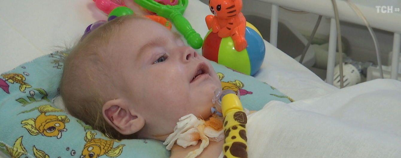 Украинцев просят помочь маленькому Кириллу выйти из реанимации