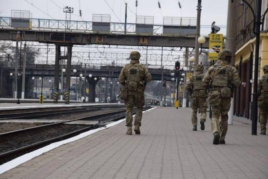 Ключові об'єкти українських міст узяли під охорону спецпризначенці СБУ