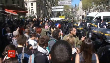 """20 выходные подряд протестуют """"желтые жилеты"""" во Франции"""