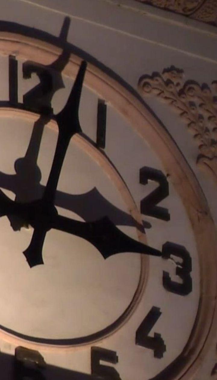 На годину вперед: Україна переводить годинники