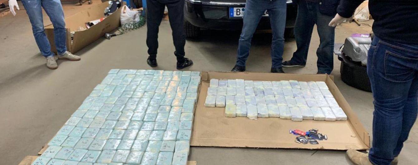 В Киевской области у иностранца нашли 100 кг героина