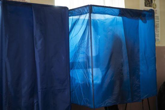 На Луганщині провели масові обшуки через підкуп українців на виборах до Ради