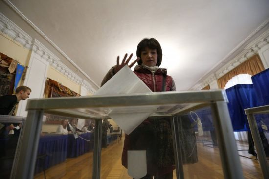 Українці обирають президента у другому турі виборів