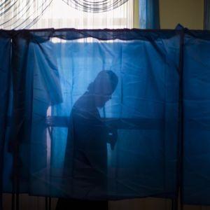 """Рейтинг """"Голоса"""" и партии Бойко-Медведчука вырос, """"Слуги народа"""" - снизился – опрос"""
