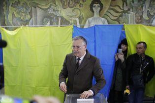 Жена Гриценко не смогла проголосовать с первого раза из-за отсутствия в списке избирателей