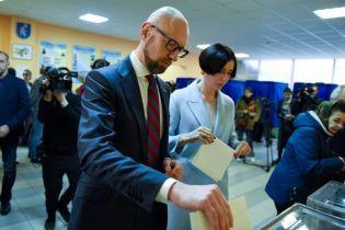 Яценюк до последнего не знал, за кого проголосовать