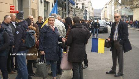 Президента Украины наши соотечественники выбирают по всему миру