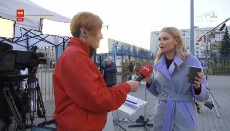 Возле здания Центризбиркома ТСН будет рассказывать самые актуальные цифры президентских выборов