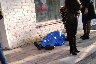 У Львові біля виборчої дільниці помер чоловік