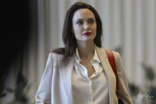 В стильном аутфите и с яркими губами: Анджелина Джоли выступила на заседании Генассамблеи ООН