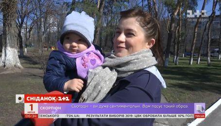 З дітьми, онуками і навіть з собаками: як голосували українці за нового президента