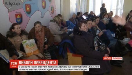 Давка и очереди образовались на окружной избирательной комиссии в Броварах