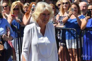 Снова в белой тунике: герцогиня Корнуольская на очередном мероприятии в рамках королевского тура