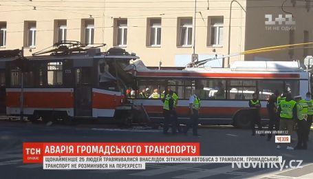 В чешском городе Брно автобус столкнулся с трамваем