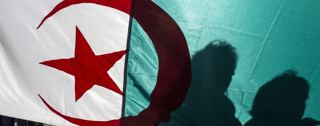В Алжирі призначили дату позачергових виборів президента