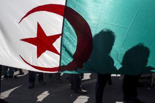 В Алжире назначили дату внеочередных выборов президента